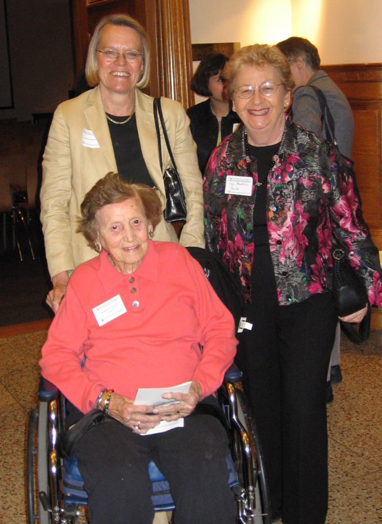 Margot Gayle with VSA member Franny Eberhart and VSA Board Member Joyce Mendelson